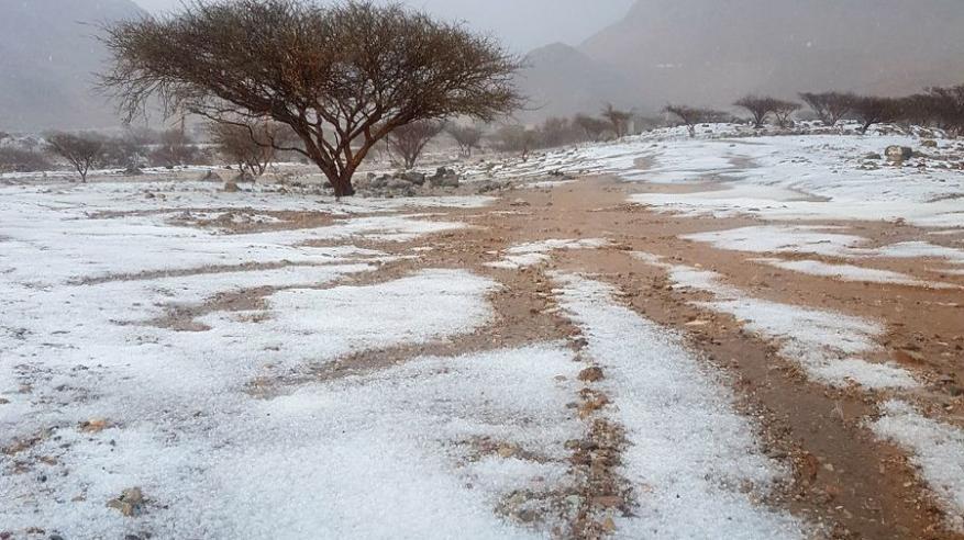فرص لهطول أمطار رعدية وتساقط البرد على بعض المناطق بالسلطنة