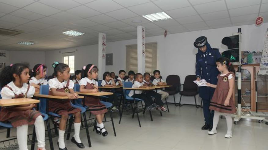 شرطة عمان السلطانية تواصل جهود التوعية بالوسائل المختلفة1