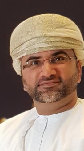عماني يستمع للـ (بي بي سي)