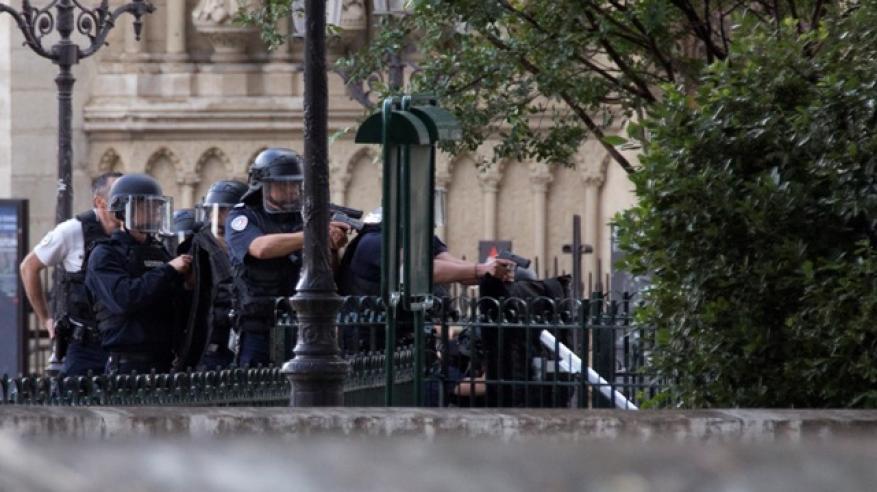 فرنسا تؤسس فريق عمل جديدا لمكافحة الإرهاب بعد اعتداء نوتردام