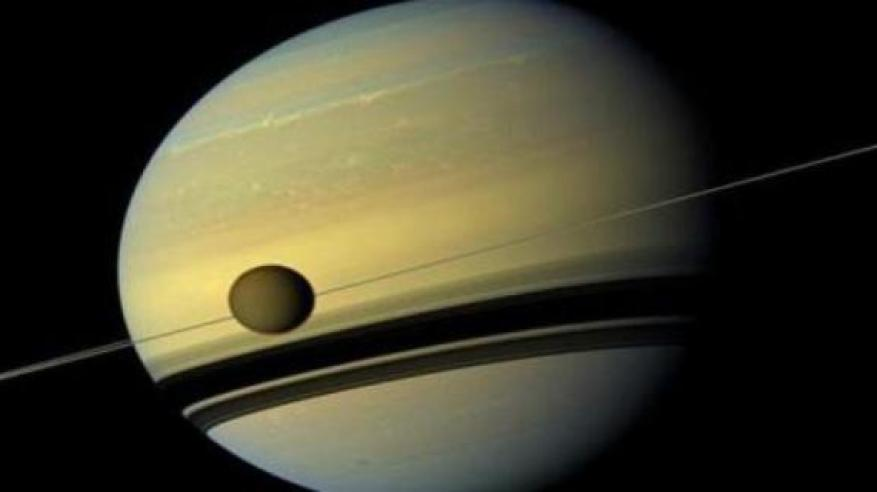 علماء يكتشفون فرصاً جديدة للحياة على أحد أقمار زحل