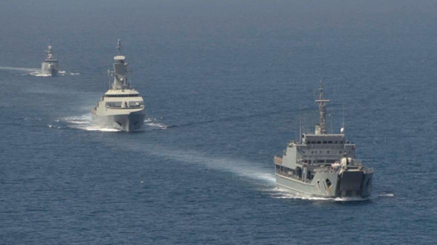 استعراض التعاون البحري بين السلطنة وبريطانيا
