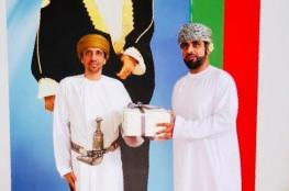 محافظ البريمي يكرم مدير مدرسة عزان بن قيس تقديرًا لجهوده التربوية