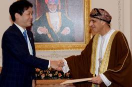 جلالة السلطان يتلقى رسالة خطية من رئيس الوزراء الياباني