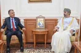 """المعولي يستعرض العلاقات الثنائية مع رئيس """"الصداقة الباكستانية العمانية"""""""