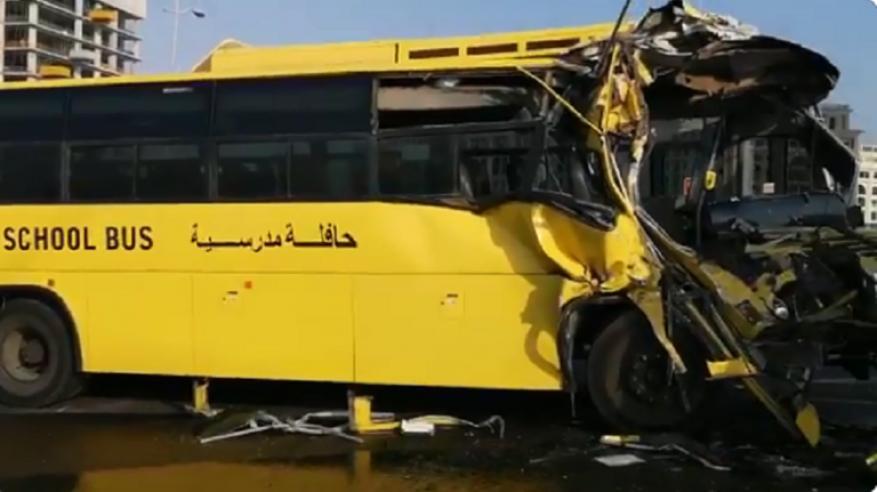 بالفيديو.. إصابات في اصطدام حافلة مدرسية بصهريج مياه في دبي