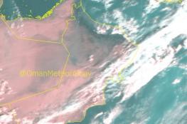 تصاعد الغبار وأمطار متفرقة على بعض المناطق بالسلطنة