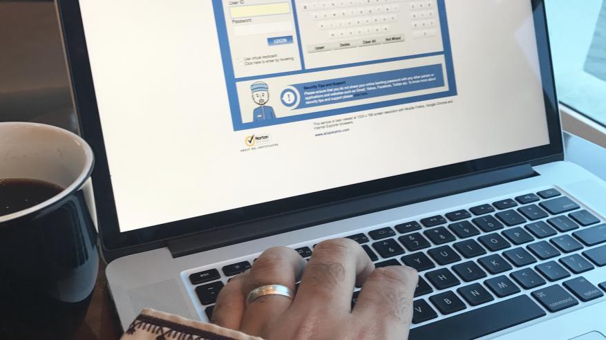 """""""العز الإسلامي"""" يواصل تقديم خدماته الإلكترونية خلال إجازة العيد الوطني"""