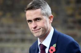 """إقالة وزير الدفاع البريطاني بعد """"تسريب معلومات"""""""