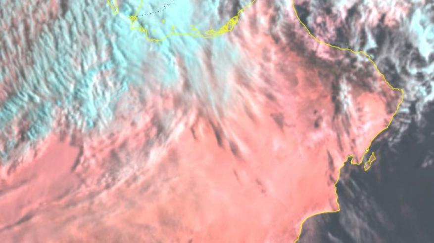 تدفق السحب وهطول أمطار على بعض المناطق بالسلطنة .. وغدا بداية تأثيرات المنخفض الجوي