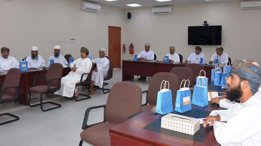 حلقة عمل تدريبية للمتأهلين لجائزة الإجادة التربوية للمعلم العماني بالداخلية
