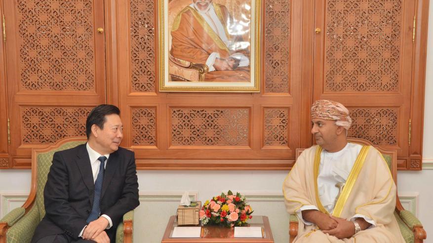 السنيدي يبحث مع نائب حاكم شاندونج الصينية تعزيز التبادل التجاري