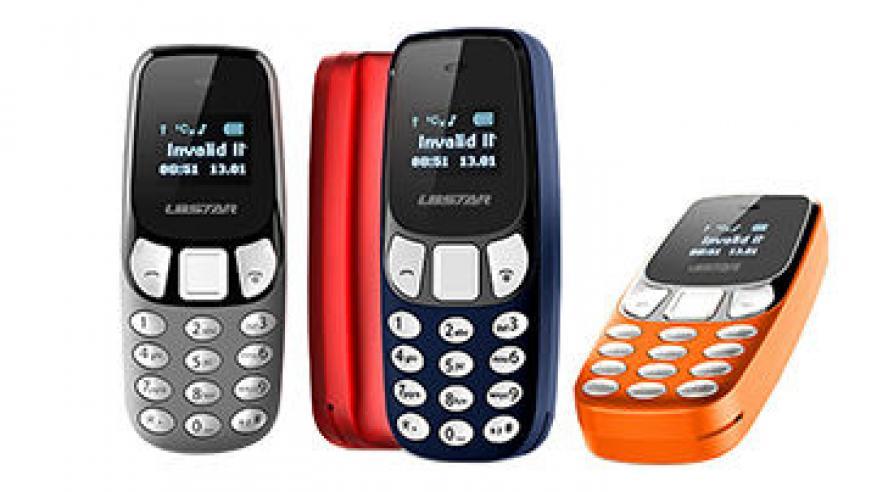 4 هواتف محمولة في معدة هندي