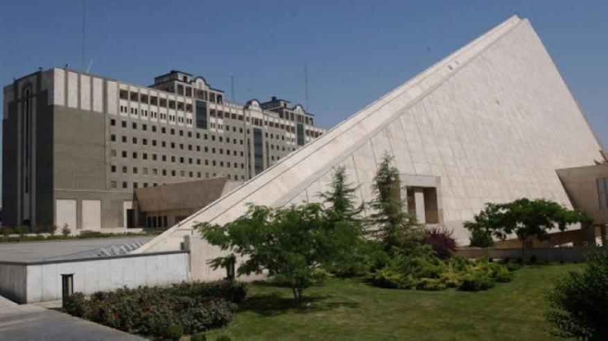 جرحى بإطلاق نار داخل مقر البرلمان الإيراني