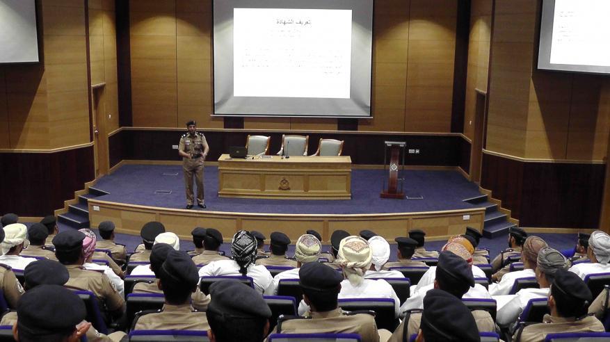 شرطة الداخلية تنظم محاضرة عن قواعد الشهادة