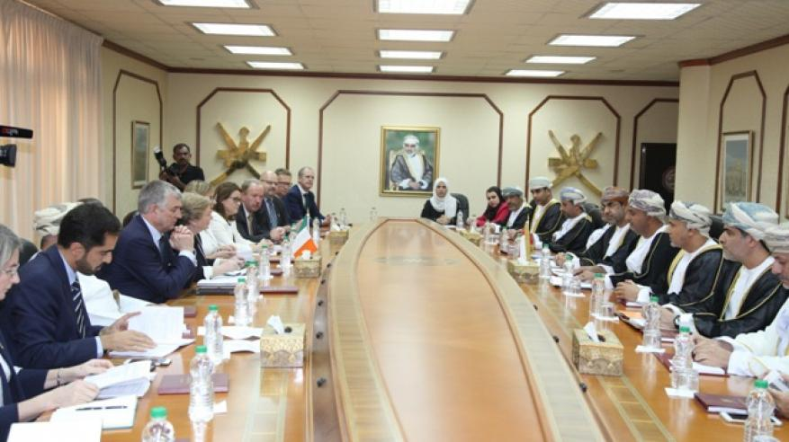 السنيدي يبحث تعزيز التعاون مع نائبة رئيس وزراء أيرلندا