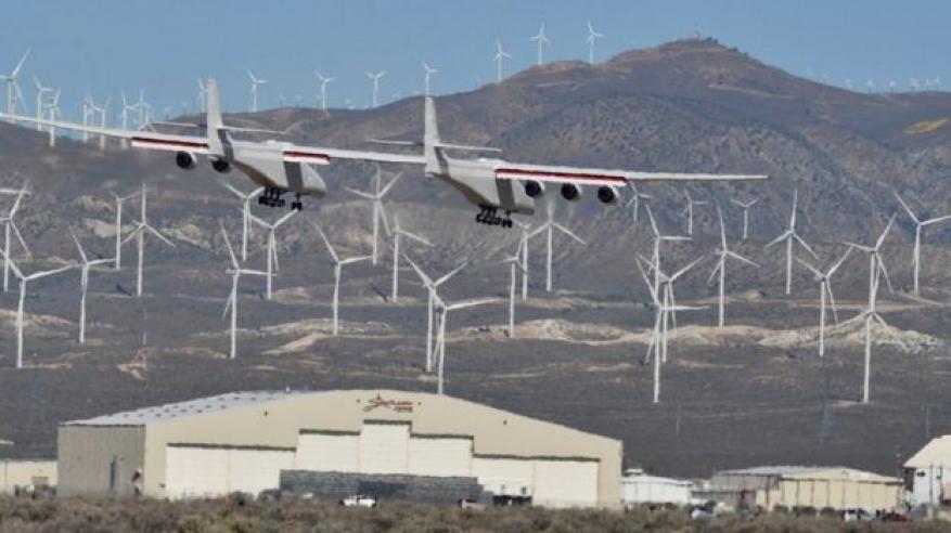 """بالفيديو.. شاهد """"أضخم طائرة في العالم"""" تحلق لأول مرة"""