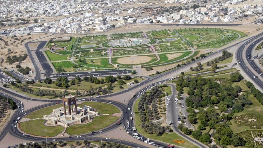 الشيخ يصدر قرارا بتحديد الرسوم والضمانات المالية لبلدية مسقط