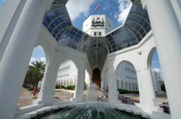 بلدية مسقط تصدر قراراً بتنظيم إقامة مظلات المركبات أمام المباني السكنية