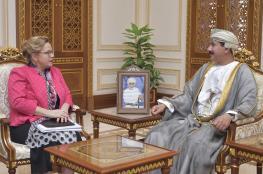 وزير المكتب السلطاني يودع سفيرة هولندا