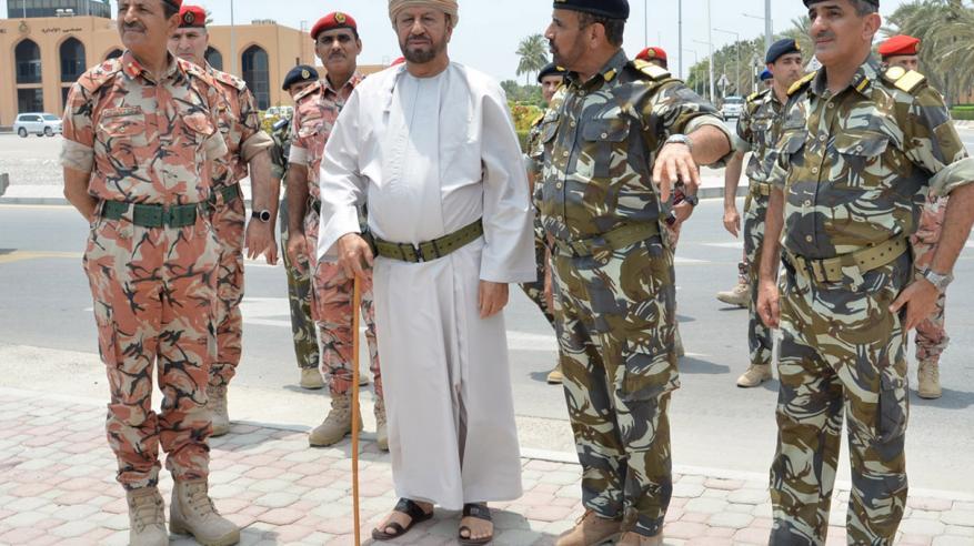 الوزير المسؤول عن شؤون الدفاع يقوم بجولة استطلاعية على عدد من وحدات منطقة الباطنة البحرية