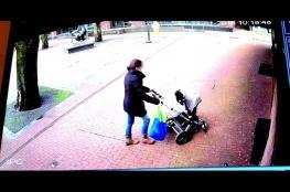 بالفيديو.. نجاة أم ورضيعها من موت محقق