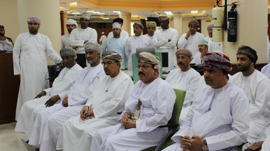 الوزير والحضور أثناء مشاهدة العرض المرئي