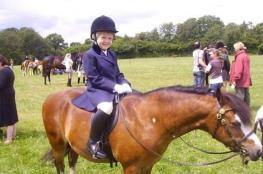 حصان يعالج فتاة من تأخر النمو بطريقة مذهلة