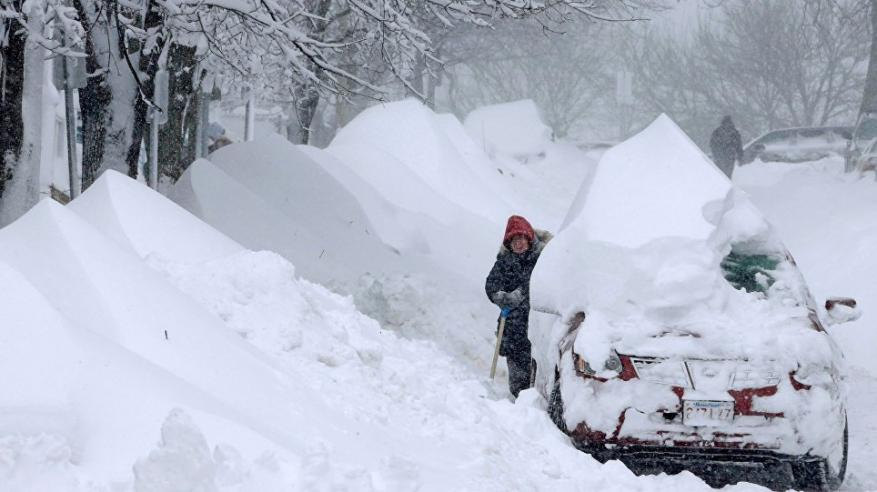 """عاصفة ثلجية تهدد شرق أمريكا بـ""""الشلل"""""""