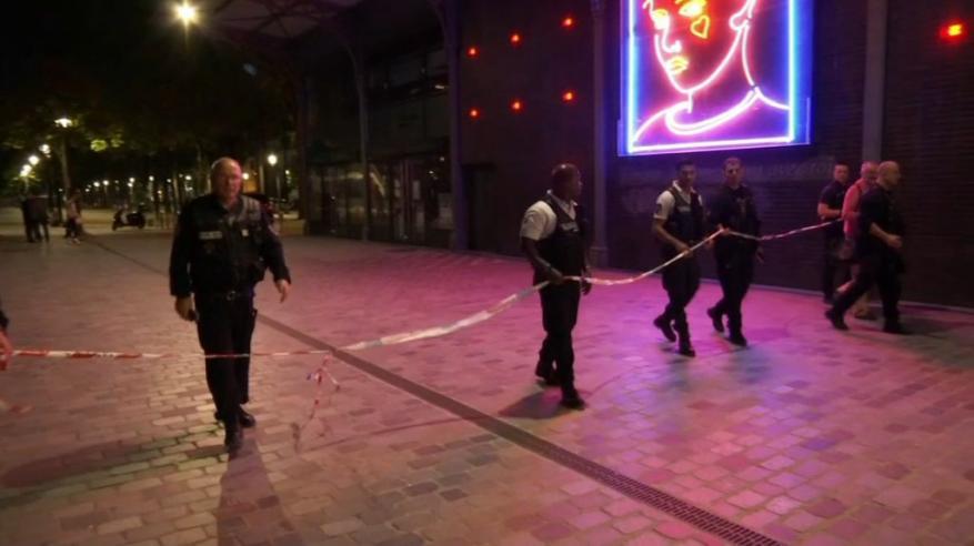 كشف هوية منفذ الهجوم بالسكين في باريس