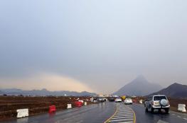 هطول أمطار على بعض المناطق بالسلطنة .. وتوقعات بالمزيد خلال الساعات المقبلة