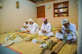 صناعة السعفيّات تتصدر مشاركة ولاية أزكي في مهرجان مسقط