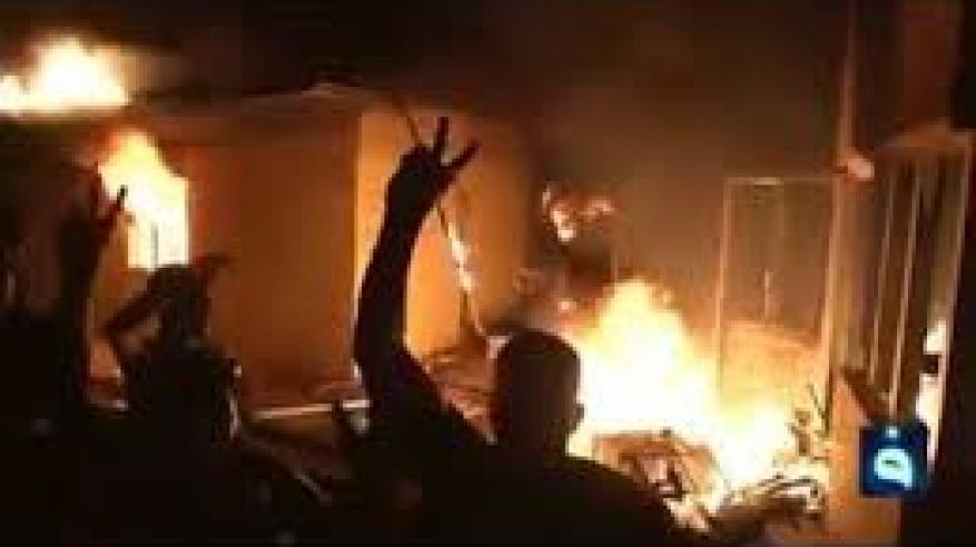 بالفيديو .. لحظة اقتحام وإحراق القنصلية الإيرانية بالبصرة