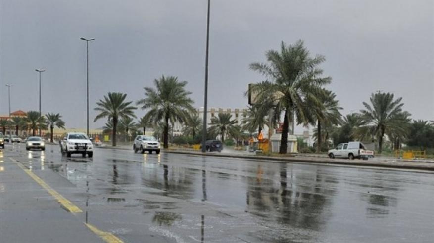 بالفيديو..أمطار غير مسبوقة في السعودية والسيول تبتلع أسرة داخل مركبة