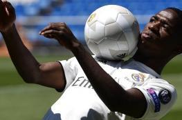"""بالفيديو..هدفان و """"عضة"""" لنجم ريال مدريد الجديد في أول مبارياته"""