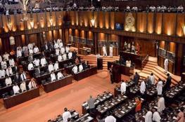 بالفيديو.. مشاجرة ساخنة بالبرلمان السريلانكي