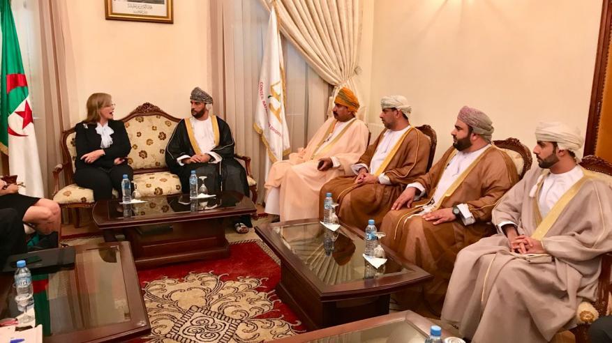 """الحوسني يستعرض التعاون مع رئيسة """"حقوق الإنسان"""" بالجزائر"""