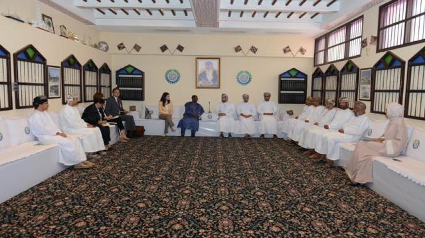 """رئيس """"الغرفة"""" يناقش تعزيز التعاون مع """"العمل الدولية"""""""