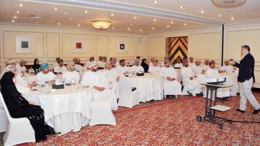 42 مشاركا في المرحلة الثالثة لبرنامج الكفاءات الحكومية