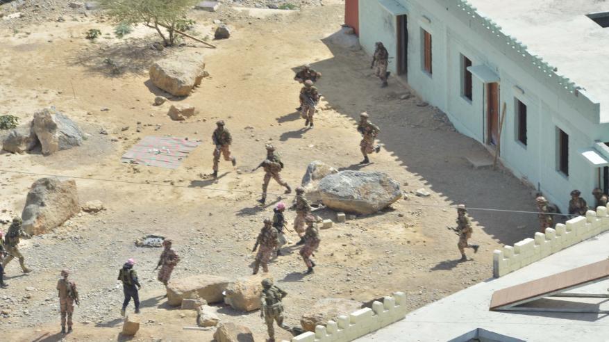 """الجيش السلطاني العماني ينفذ البيان العملي للتمرين المشترك """"عاصفة الجبل"""""""