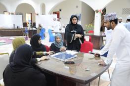 100 مبتكر عماني يشاركون في دورة الطاقة المتجددة بمركز الاستكشاف العلمي بإبراء
