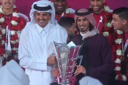 """أمير قطر يستقبل """"العنابي"""" بالورود والأحضان"""
