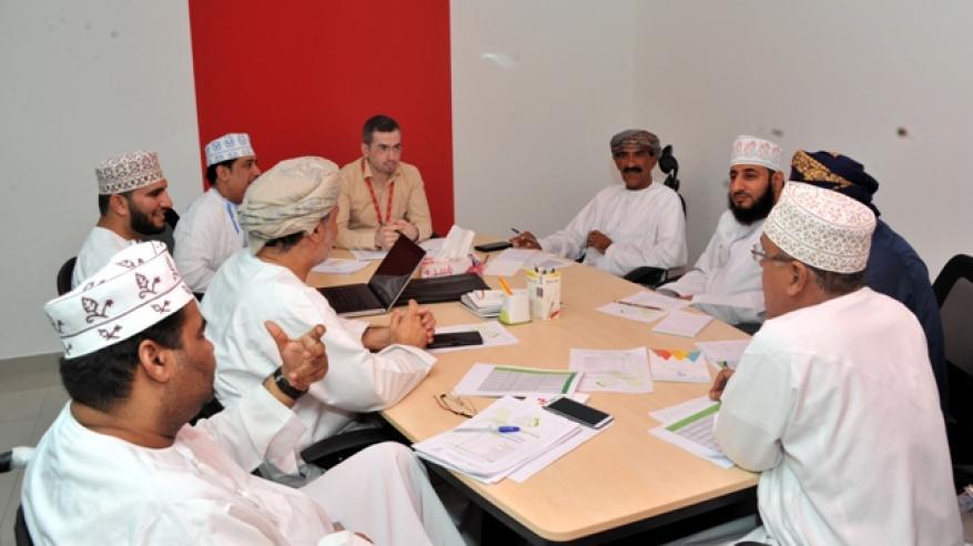 خلال اجتماع لجنة التحكيم (2)