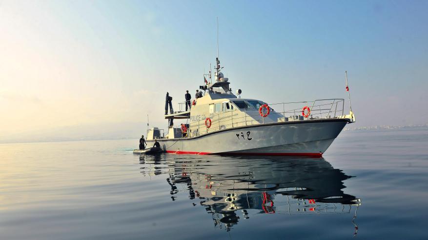 """""""خفر السواحل"""" تقدم المساعدة لـ7 أشخاص في البحر"""