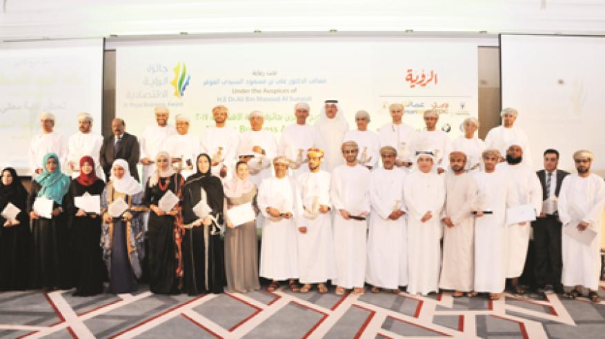 """السنيدي يتوّج الفائزين بـ""""جائزة الرؤية الاقتصادية 2017"""".. وتكريم المستثمر الكويتي عصام البحر بـ""""الجائزة الخاصة"""""""