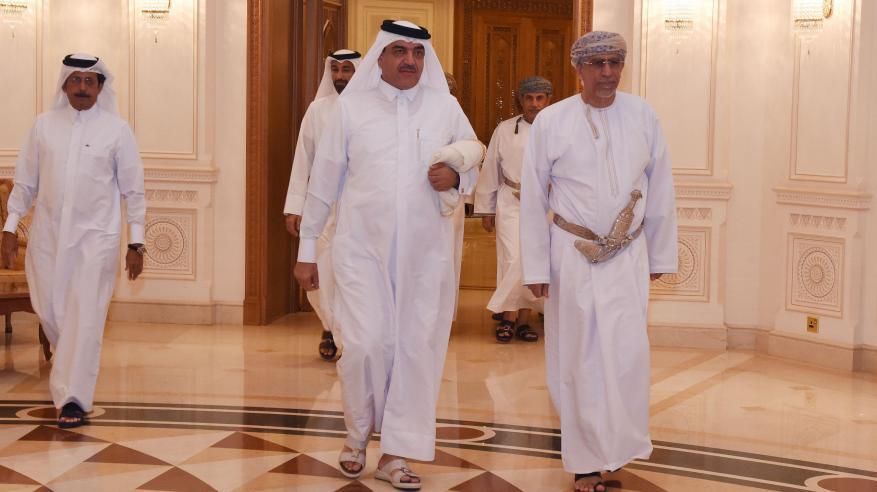وزير البلديات القطري يختتم زيارته للسلطنة