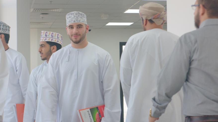 جامعة مسقط تكثف الأنشطة العلمية الطلابية مع الجامعات الشريكة