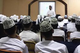 """""""ميثاق للصيرفة الإسلامية"""" ينظم ورشا تعليمية حول الطاقة المتجددة في مدارس السلطنة"""