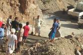 أهالي قرية الهوب بالرستاق ينفذون معسكرا لإصلاح الطريق
