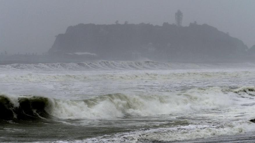 """بالفيديو: سواحل اليابان تستعد لاستقبال إعصار """"جيبي"""""""